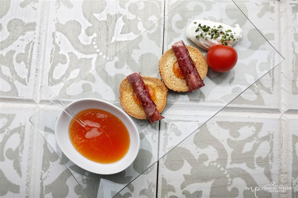 Rollitos de Cecina con mermelada de tomate