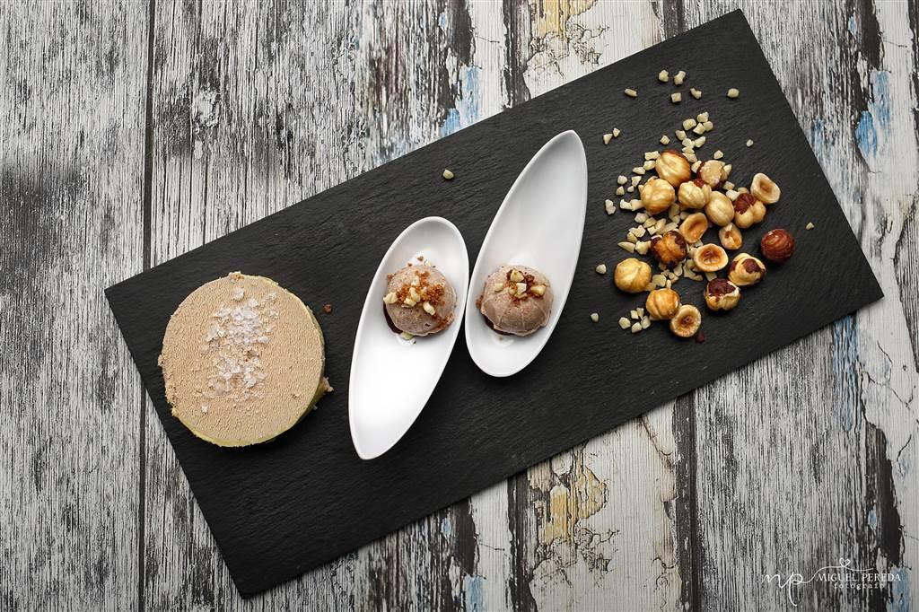 Bombón de foie y avellana con mermelada de cebolla