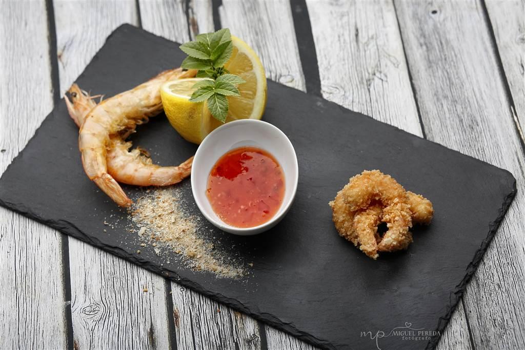 Crujiente de langostinos con salsa sweet thay